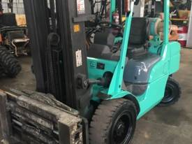 Used Mitsubishi 3.5 tonne LPG forklift - picture1' - Click to enlarge