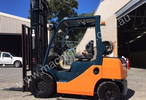 Used Toyota 2.5 tonne LPG forklift for sale