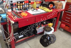 Metal work bench with vice