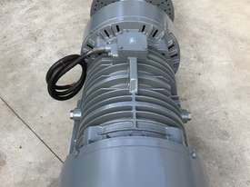 11 kw 6 pole 165 kN 415 v Vibration Electric Motor Pair - picture1' - Click to enlarge