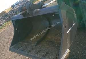 CAT EXCAVATOR MUD BUCKET 5 TON