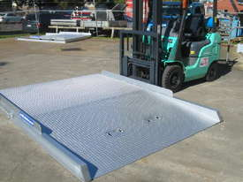 FORKLIFT CONTAINER RAMP - picture0' - Click to enlarge