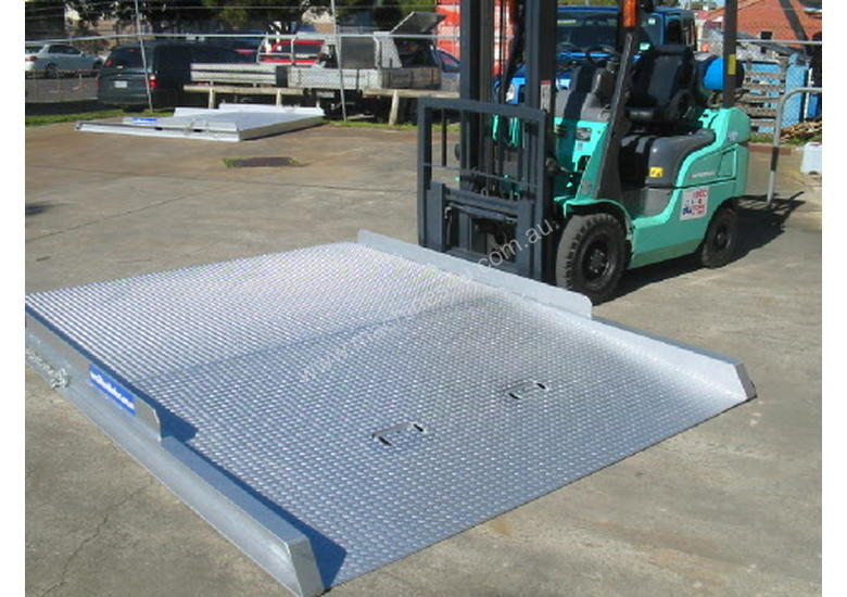 FORKLIFT CONTAINER RAMP