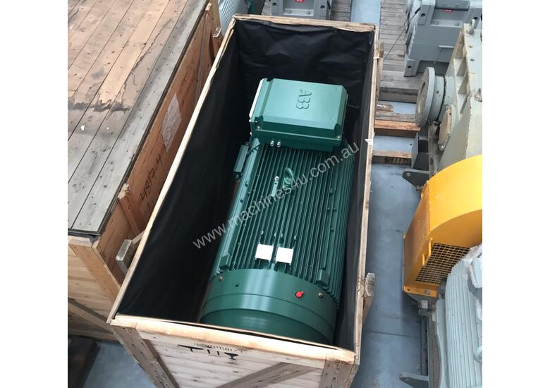 355 kw 475 hp 6 pole 990 rpm 415 volt Foot Mount 355L frame ABB AC Electric Motor