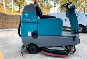RIDE ON FLOOR SCRUBBER-TENNANT T7