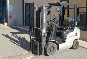 Nissan 1500kg LPG Forklift with 3000mm Two Stage Mast