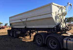 Howard Porter Hi-Cube Side Tipper  Lead trailer with ring feeder.