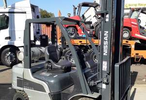 NISSAN 2010 MODEL FORKLIFT 5000MM LIFT SOLID TYRES SIDE SHIFT GREAT VALVE DO NOT MISS!