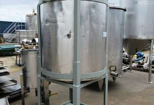Stainless Steel Mixing Tank (Vertical), Capacity: 1,000Lt