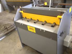 Keech corrugated hydraulic guillotine - picture0' - Click to enlarge