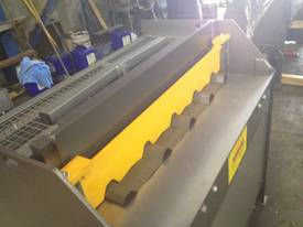 Keech corrugated hydraulic guillotine - picture5' - Click to enlarge