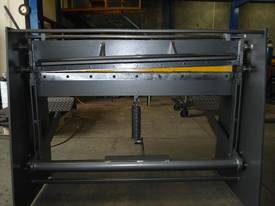 Keech corrugated hydraulic guillotine - picture17' - Click to enlarge