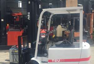 TEU Forklift Electric 2T 6.5m Lift Container Mast