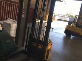 Sumi Walk Behind Reach Truck - picture1' - Click to enlarge