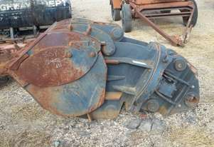 Custom Clamshell mud bucket with rotator Bucket-Screening Attachments