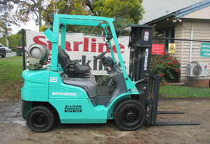 Mitsubishi 2.5 ton Container Mast Used Forklift
