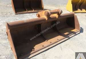 Caterpillar 330CL 2700MM BATTER BUCKET