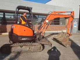 USED 2013 KUBOTA U35-3 EXCAVATOR WITH QUICK HITCH AND 4 BUCKETS - picture0' - Click to enlarge