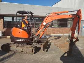 USED 2013 KUBOTA U35-3 EXCAVATOR WITH QUICK HITCH AND 4 BUCKETS - picture1' - Click to enlarge