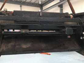 CMT 4 x 2500mm Guillotine - picture3' - Click to enlarge