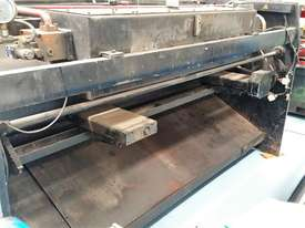 CMT 4 x 2500mm Guillotine - picture4' - Click to enlarge