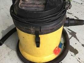Karcher Wet & Dry Vacuum Cleaner Electric 240 Volt Model NT 27/1 - picture5' - Click to enlarge