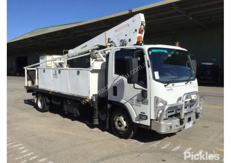 2013 Isuzu NPR 400 Long