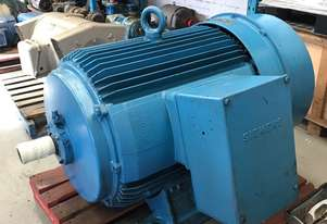 325 kw 435 hp 2 pole 415 volt Siemens AC Electric Motor