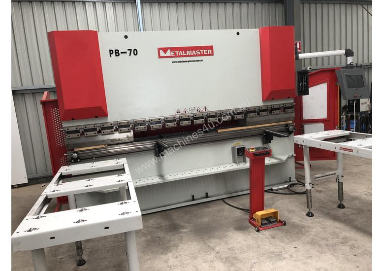CNC PRESS BRAKE MACHINE 6 MONTHS OLD AS NEW
