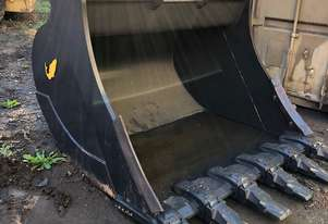 Salmon ZX490 Excavator Bucket 1800mm with custom EX220 pickups