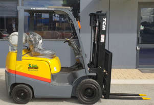 TCM 1800kg LPG Forklift with 4350mm Three Stage Container Mast