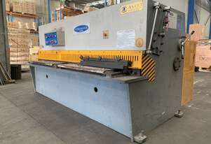 Just In - Heavy Duty 2500mm x 4mm Hydraulic Guillotine with Power Back Guage