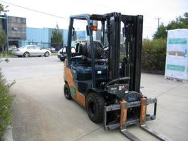 TOYOTA 1.8t Container mast with Rotator - picture2' - Click to enlarge