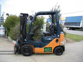 TOYOTA 1.8t Container mast with Rotator - picture0' - Click to enlarge