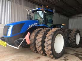 New Holland T9.560 FWA/4WD Tractor - picture0' - Click to enlarge