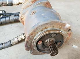 Hydraulic Motor and Planetary Drive - picture3' - Click to enlarge