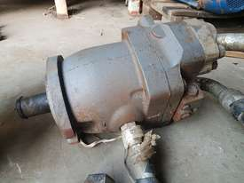 Hydraulic Motor and Planetary Drive - picture6' - Click to enlarge