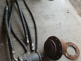 USA Fairfield Hydraulic Motor 995-70599 and Planetary Drive  W6C71Z432 Unit Weight : 160 kg - picture0' - Click to enlarge