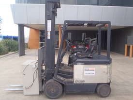 Crown Electric Forklift 6.2m Mast - picture0' - Click to enlarge