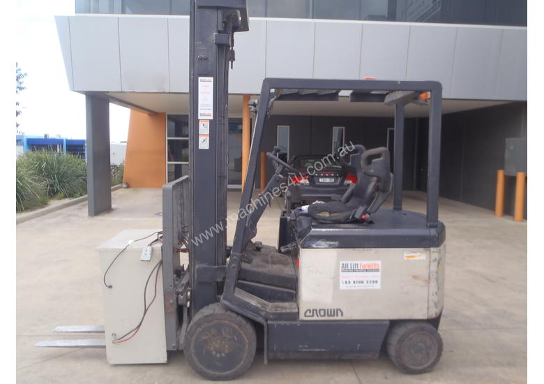 Crown Electric Forklift 6.2m Mast