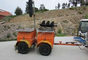 TRAILER MOUNTED DUAL SOLAR POWERED TRAFFIC LIGHTS