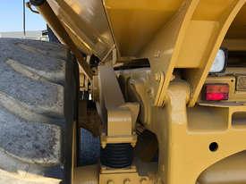 Caterpillar 740 Articulated Off Highway Truck - picture9' - Click to enlarge