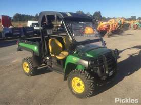2015 John Deere Gator 825i - picture2' - Click to enlarge