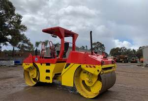 2006 Caterpillar CB-534D Vibrating twin drum roller