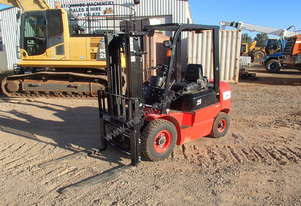 2016 Red Lift 2.5 Ton Forklift