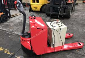 Raymond Electric Pallet Truck Fresh Paint 2040kg
