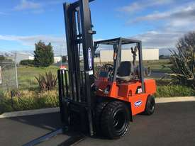 Nissan 3 ton forklift LPG - picture2' - Click to enlarge