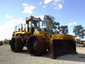 Caterpillar 992T compactor - picture0' - Click to enlarge
