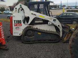 skid steer bobcat - picture3' - Click to enlarge