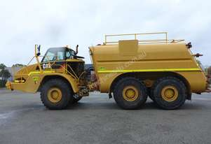 2007 Caterpillar 740 6x6 Articulated Water Cart in Auction